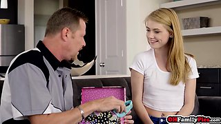 Stepdaughter surprising dad with pussy