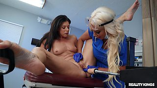 Kinky sluts India Summer and Nicolette Shea have sex with a machine