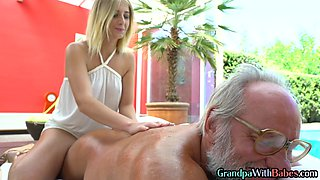 Masseuse rides senior guy after oralsex in outdoor duo
