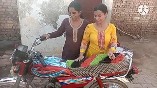 INDIAN DESI GIRLS IN THE BATH, HOT SISTERS, HOT PAKISTANI GIRLS
