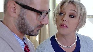 Madre seduce a su hijo