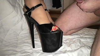 Cumming on High heels