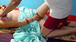 Padosi Bhabhi ko uske ghar me choda desi Bhabhi
