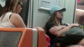 Piernas de chilena linda en el metro de santiago de chile