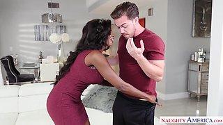 Young man enjoys a mind blowing sex with ebony cougar Diamond Jackson