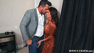 Big-boobed Milf Gets Eaten Out And Fucked By Her Boss - Manuel Ferrara And Alexis Fawx