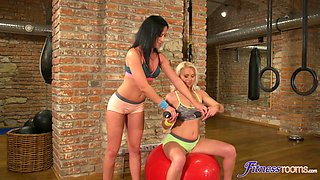 Fit Kathy Anderson licked and fingered by her horny best friend