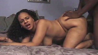 A horny black woman knows her job in bed