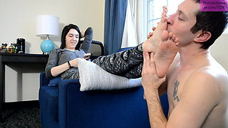 TSM - Alice has her size 8's worshipped