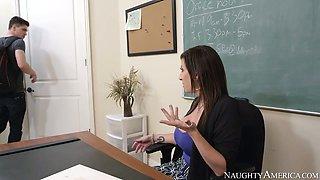 Lustful brunette milf Sara Jay gives blowjob to Bruce Venture