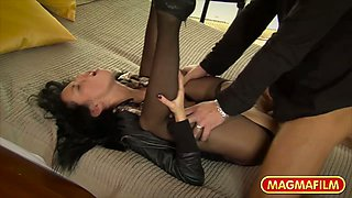 Sizzling chick in ripped pantyhose Gina Devine gets fucked