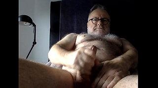 Old bear wanking