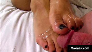 Pantyhose Pedi Pleasing Maxine X Uses Feet To Fuck Her Man!