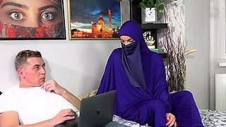 Niqab babe likes it hard