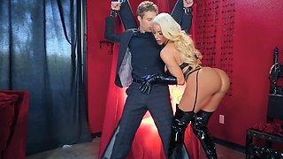 Latex mistress bangs her well-hung slave hard