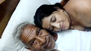 Indian uncle has sex with girlfriend, clear Hindi audio