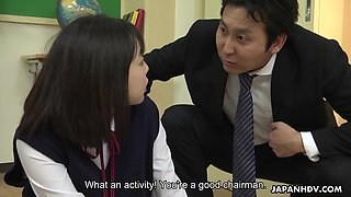 Naughty and natural Japanese cutie Tomoyo Isumi gives a nice BJ for cum