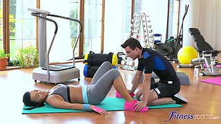 Flexible teen Erica Black spreads her legs to be fucked at the gym