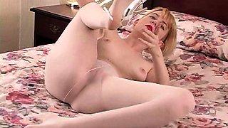 Flexible blonde sandy in nylon sizzling solo teasing show