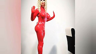 Wica Wi – red latex and ballet boots