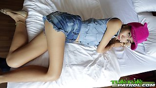 Slutty Thai girl Na gets intimate with one kinky foreigner
