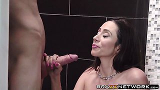 Beautiful Ariella Ferrera likes sucking and riding a boner
