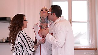 Kinky FFM threesome with sluts Harmony Reigns and Calisi Ink