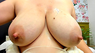 See How Much Milk I Can Get From My Natural Big Boobs