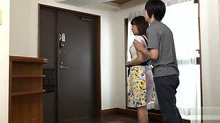父が出かけて2秒でセックスする母と息子 倉多まお