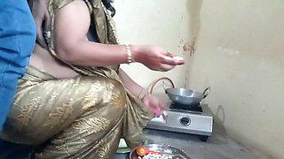 Morning Me Maid Ko Khana Banate Time Doggystyle Me Choda