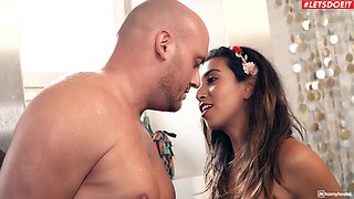 Shaved pussy girlfriend Frida Sante gives head and gets dicked