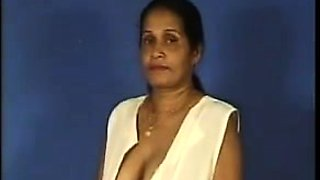 Indian Aunty Showing Off Her Tits