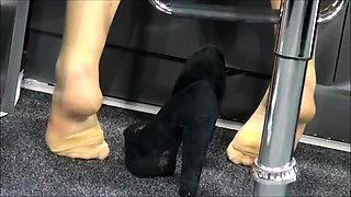 Street voyeur finds two elegant babes with lovely feet