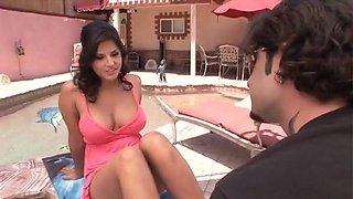 Sunny Leone Gives A Hot Blowjob
