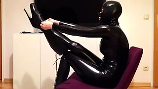 Slender amateur lady in latex shows off her amazing curves