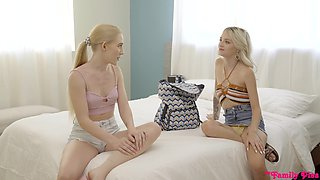 Blonde Emma Starletto and Kate Bloom get their cunts fucked together