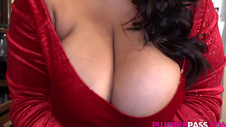 Busty BBW Latina MILF Sofia Gets Surprise Sex from a Massive Blackk Dick